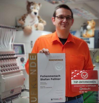 Folienmensch mit Auszeichnung TOP-Unternehmen